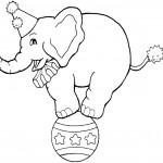 דף צביעה פיל עומד על כדור