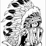 ילד אינדיאני עם קשת נוצות גדולה במיוחד