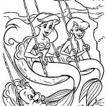 אריאל, אחותה ופלאונדר הדג מתנדנדים בים