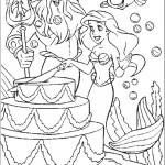 אריאל חותכת את עוגת החתונה