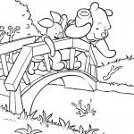 פו הדוב ופיגלט נהנים על הגשר