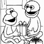 אלמו ועוגיפלצת פותחים מתנות