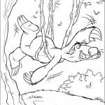 דף צביעה סיד נתלה על ענפי העץ