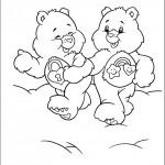 דוב לב טוב והדובה החייכנית משלבים ידיים