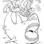 חתול תעלול צולל ליד כריש מפחיד