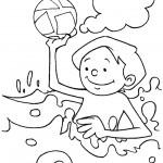 ילד בים משחק בכדור