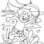 ילד רץ עם בלונים בחוף הים