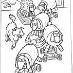 הכלב פריידי משחק עם צעצועי כבשים