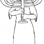 אישה מחזיקה חנוכייה