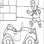 דף צביעה נאדי צועד לעבר מכוניתו
